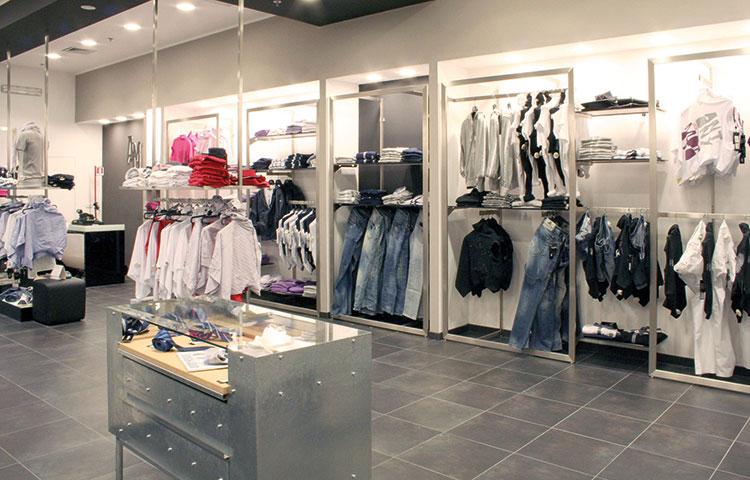 Arredamenti e attrezzature per negozi di abbigliamento  0d22298ed5a