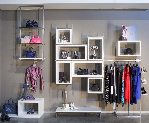 Arredamenti e attrezzature per negozi di abbigliamento for Prisma arredo negozi