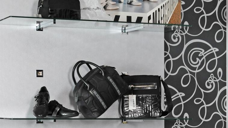 Arredo negozi calzature progettazione negozi catania for Arredo in via cavaliere catania