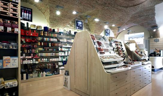 progettazione e arredo profumerie negozi sicilia